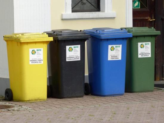 Nowe zasady segregacji odpadów: cztery kolory pojemników - jak segregować?