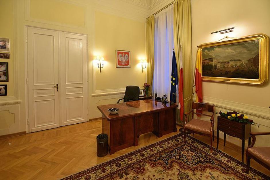 Wybory samorządowe 2018, kandydaci: Kto prezydentem Warszawy? Trzaskowski i Sasin z największym poparciem