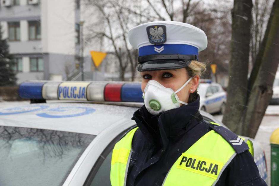Małopolscy policjanci zostali wyposażeni w maseczki antysmogowe