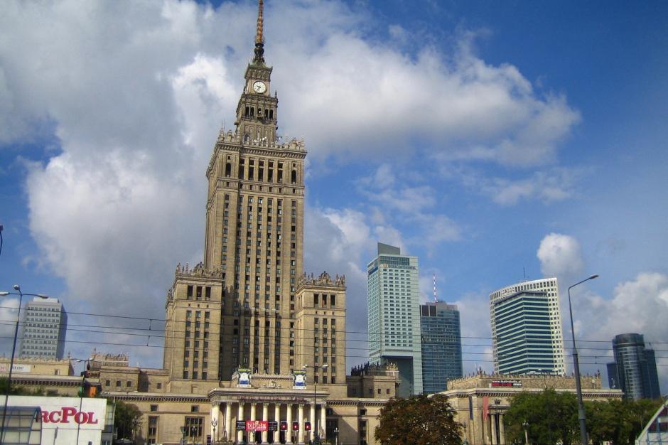Warszawa miałaby stać się powierzchniowo jednym z największych miast Europy jeśli weszłyby administracyjne zmiany projektu PiS, źródło: wikimedia.org/CC