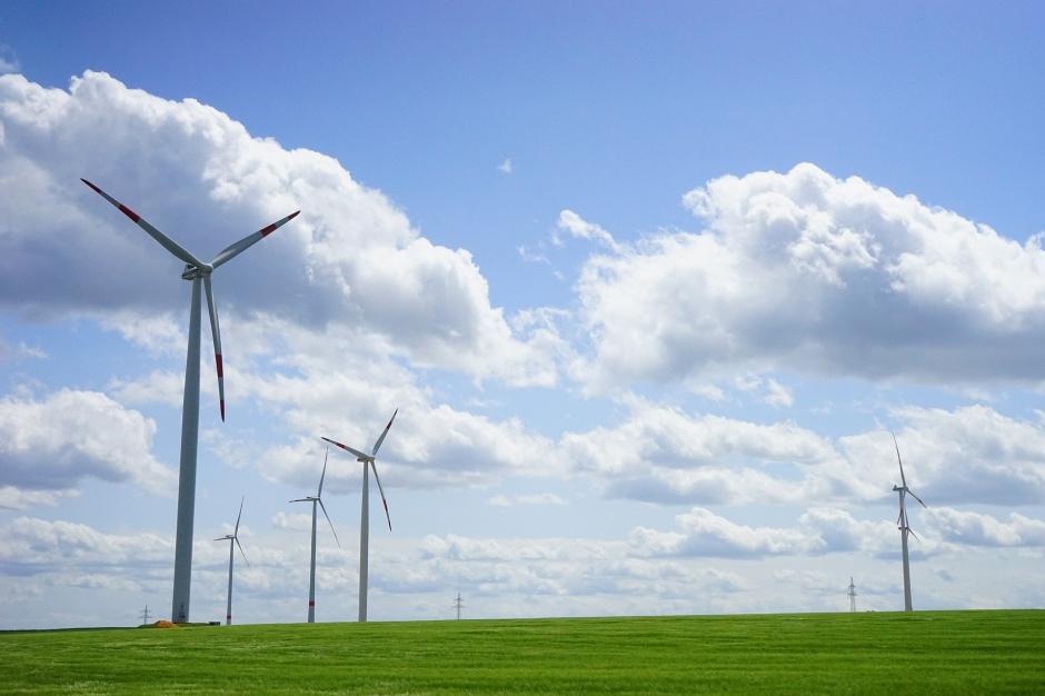 Elektrownie wiatrowe: Jak naliczać podatek? Samorządy domagają sie jednolitej interpretacji