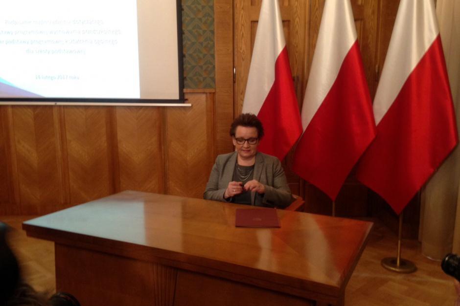 Reforma oświaty: Nowe podstawy programowe będą wprowadzane stopniowo