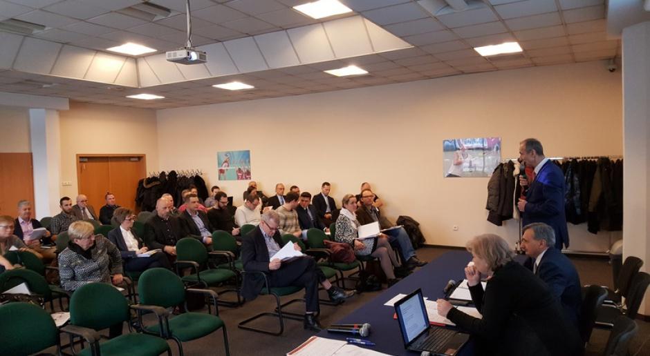 Działacze związków sportowych na spotkaniu z wiceministrami na warszawskim Torwarze, źródło: msport.gov.pl