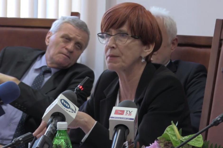 Elżbieta Rafalska, 500 plus: Gminy nie mają problemów z wypłacalnością świadczeń