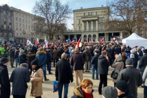 Manifestacja KOD w Poznaniu. Akcję wsparło 300 mieszkańców
