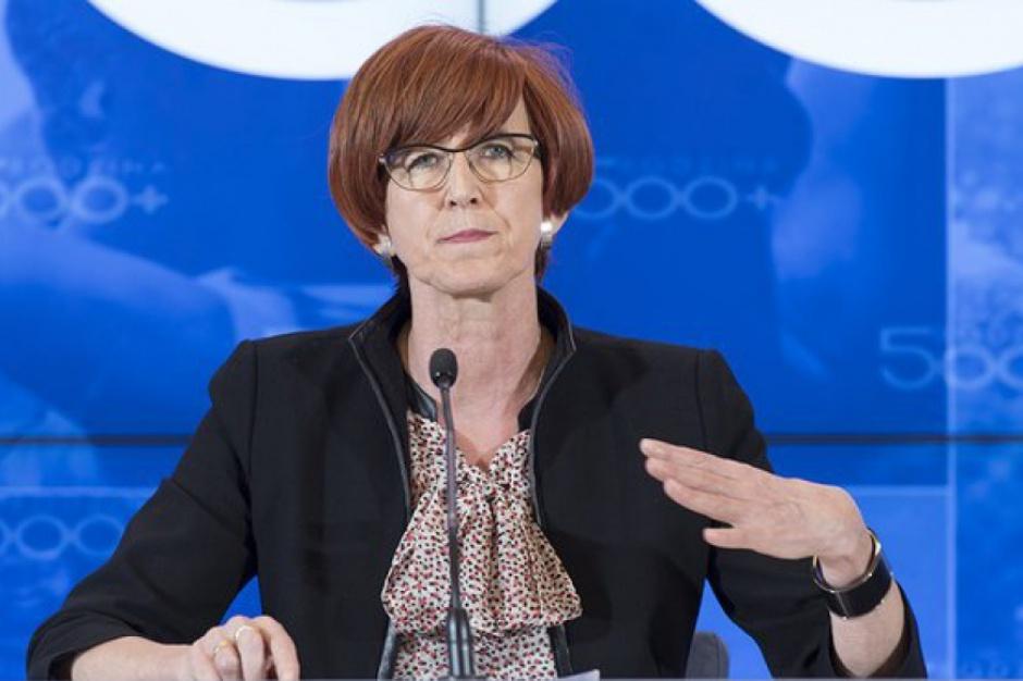 Rodzina 500 plus: Elżbieta Rafalska o pieczy zastępczej i lokalnym rynku pracy