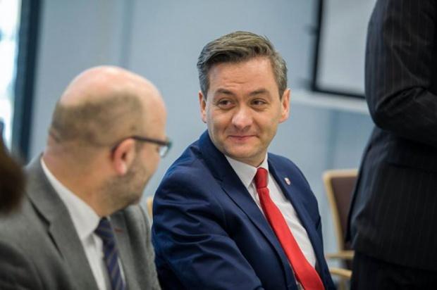Robert Biedroń podniósł czynsze... parlamentarzystom