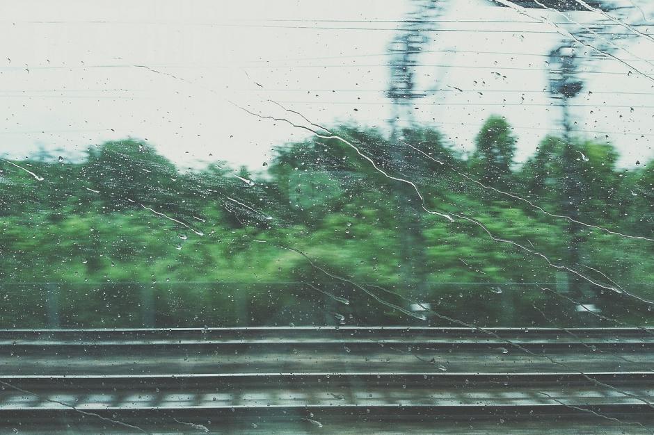 Wichury w Polsce, Śląsk: Utrudniony ruch pociągów i awarie energetyczne