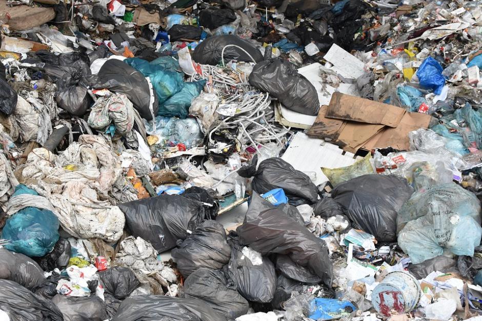 Nie tylko smog. Polacy oddychają metanem z wysypisk śmieci