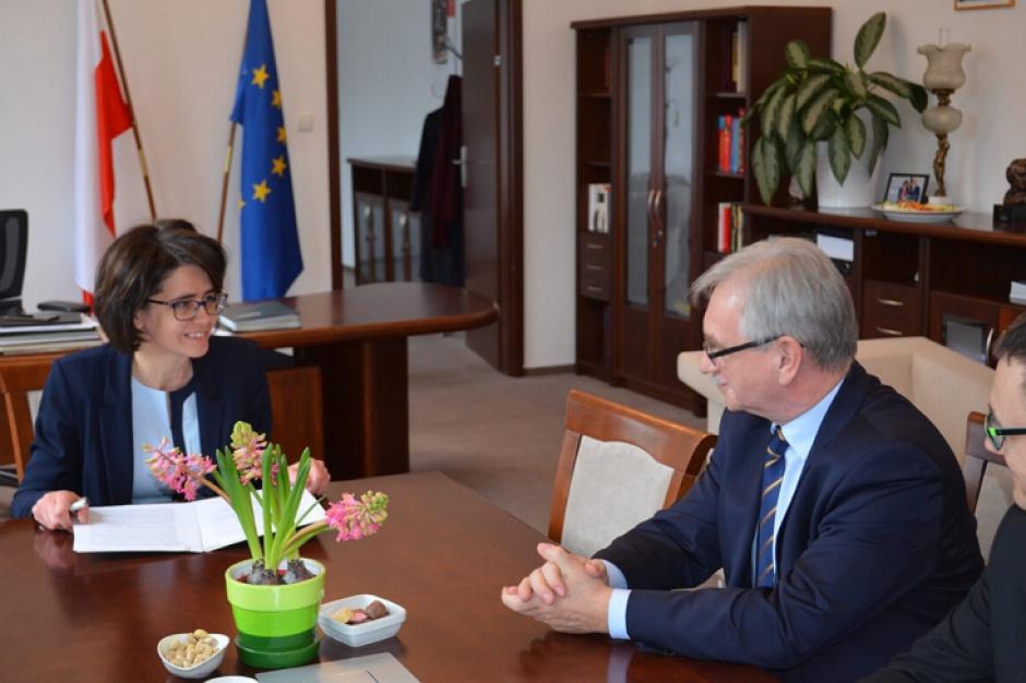 Informatyzacja państwa: Rząd i samorząd podpisały list o współpracy