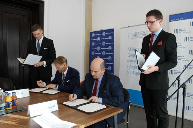 Podpisanie umowy (fot..mgm.gov.pl)