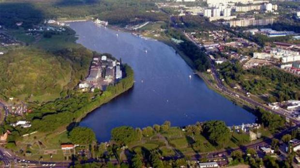 Poznań. Rozpoczęto ponowne wypełnianie wodą jeziora Maltańskiego