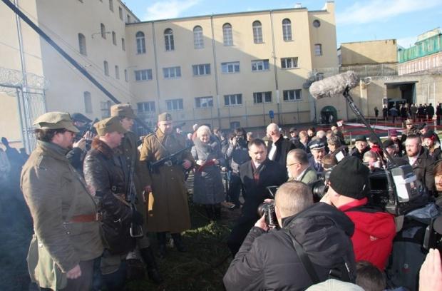 Ministrowie Zbigniew Ziobro i Patryk Jaki otworzyli bramę przyszłego Muzeum Żołnierzy Wyklętych