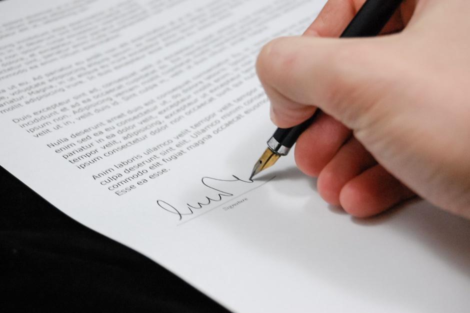 Zamówienia publiczne: Oferta może być podpisana nieczytelnie