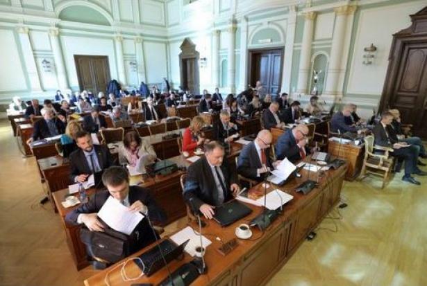 Ostry apel radnych Gdańska. Nie zgadzają się na reformy PiS-u