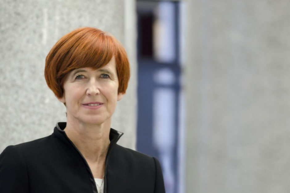 Elżbieta Rafalska: Chcemy przeprowadzić deinstytucjonalizację pieczy zastępczej