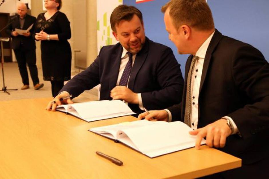 """Umowa podpisana. 74 mln zł """"jadą"""" do Sosnowca"""