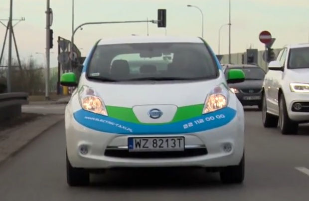Elektryczne taksówki na ulicach Warszawy