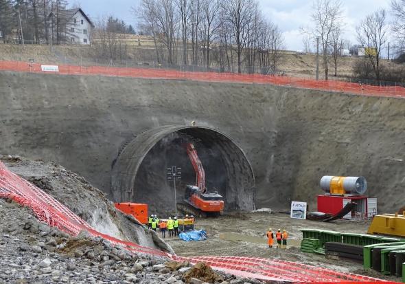 Małopolskie: Rozpoczęło się drążenie tunelu na zakopiance