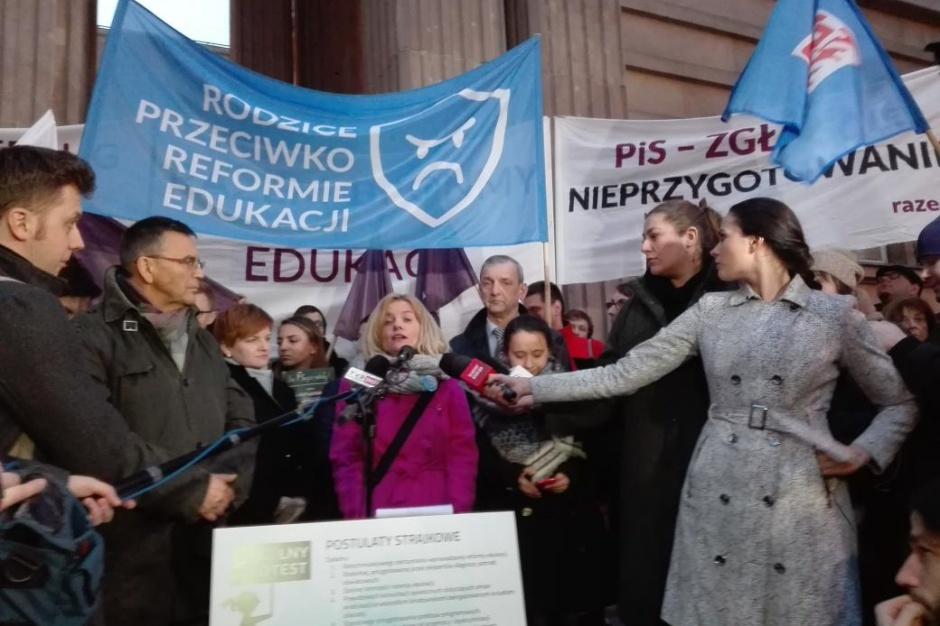 Przed MEN pikieta przeciw reformie edukacji