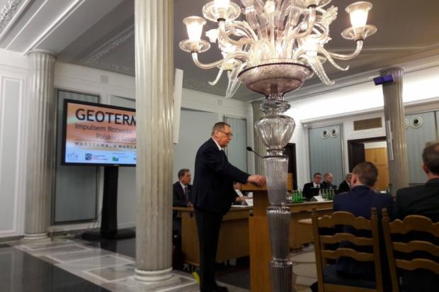Posiedzenie Sejmu: Posłowie zajmą się metropolią na Śląsku i wycinką drzew