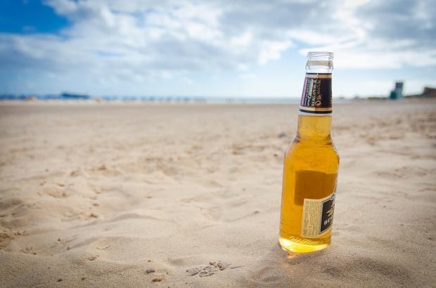 Picie alkoholu w miejscach publicznych: Posłowie chcą zmiany przepisów, gminy dokręcają śrubę