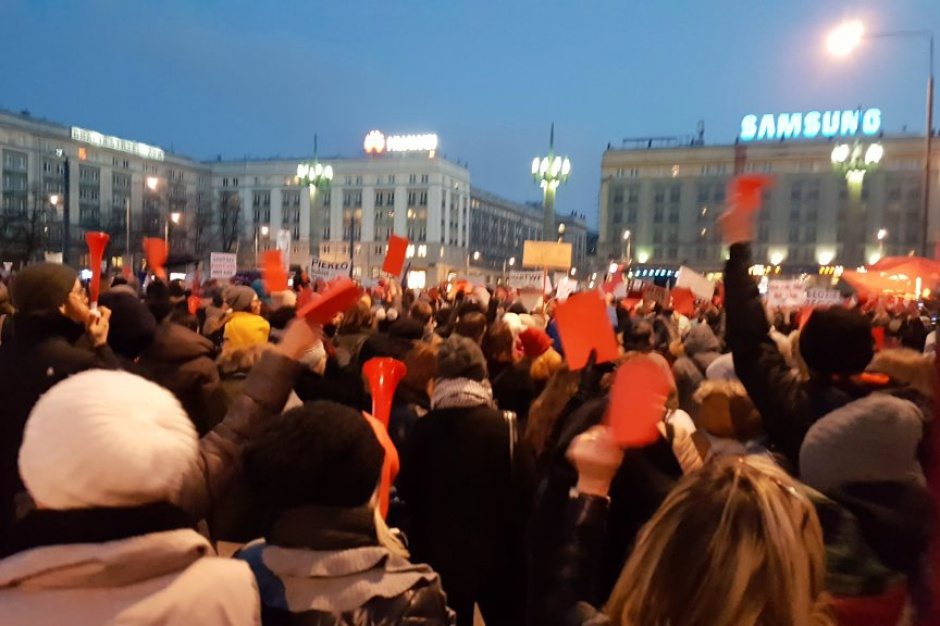 """Kobiety manifestowały na ulicach: """"No women, no kraj"""""""