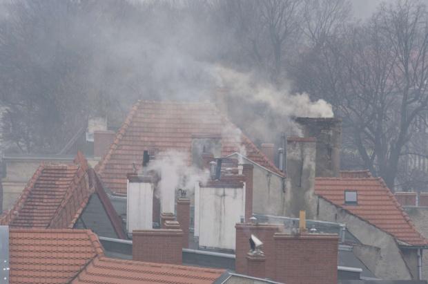Samorządy walczą ze smogiem, ale mieszkańcy o tym nie wiedzą?