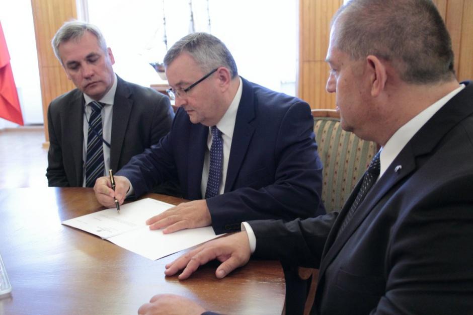 Minister Adamczyk jest spokojny. Mieszkanie Plus jest pod kontrolą