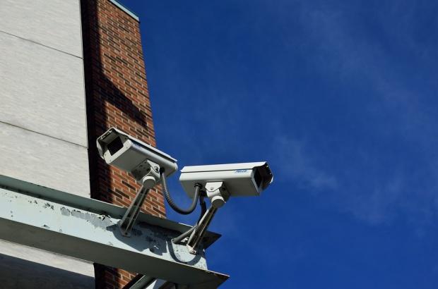 Monitoring w szkołach - jak go stosować, mimo braku podstawy prawnej?