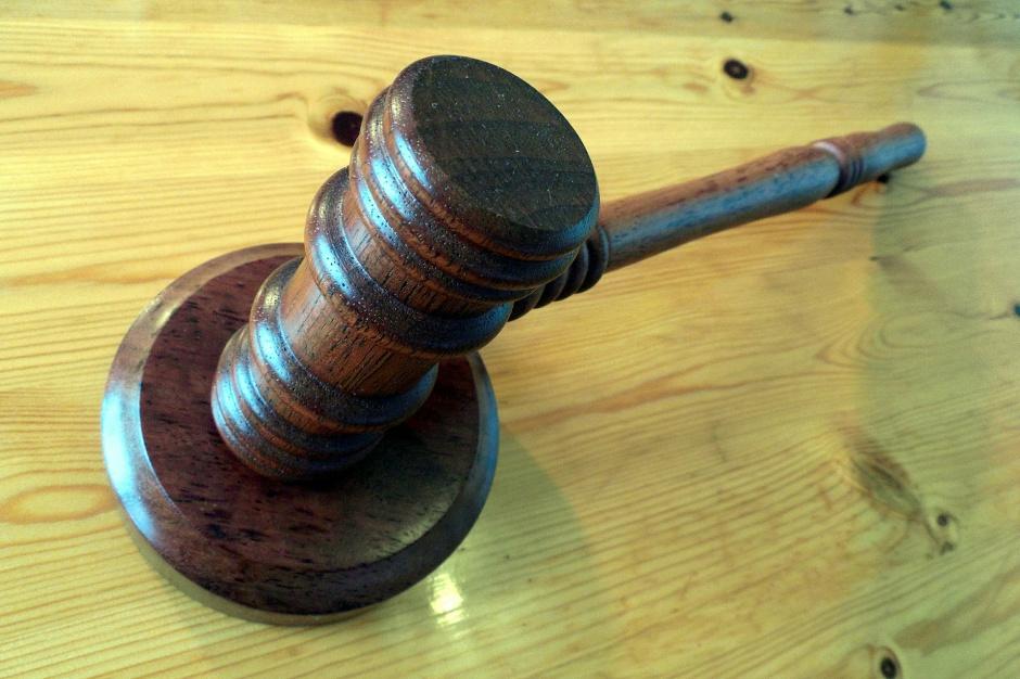 Dyrektor z łódzkiego magistratu z zarzutem przyjęcia korzyści majątkowych