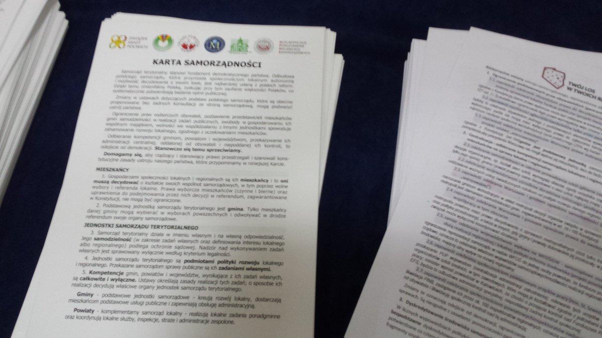 Rady gmin, powiatów i sejmiki województw będą przyjmować w formie stanowisk Kartę Samorządności. (fot. MN)