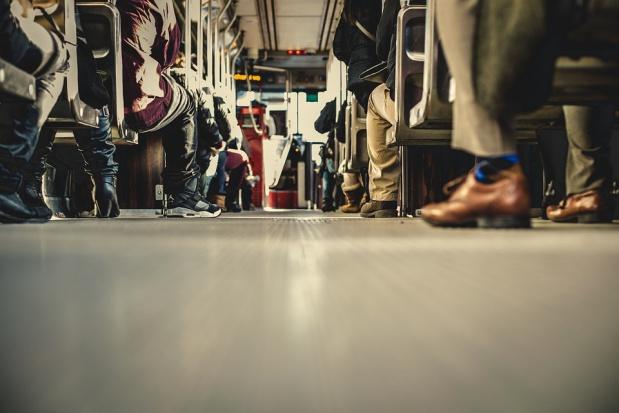 Tłumy w autobusach dzięki tańszej komunikacji miejskiej