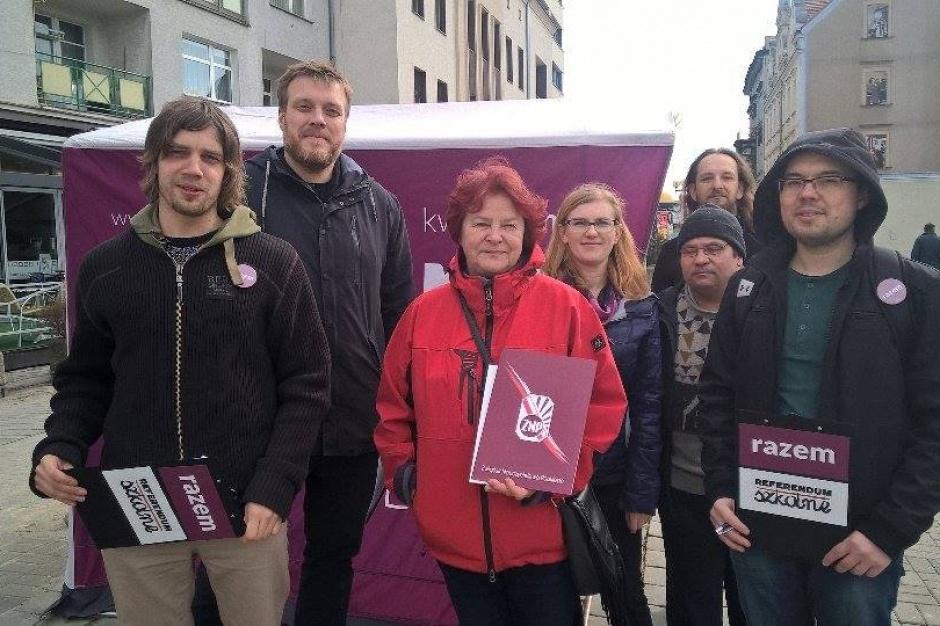 W Opolu zbiórka podpisów pod referendum ws. reformy oświaty