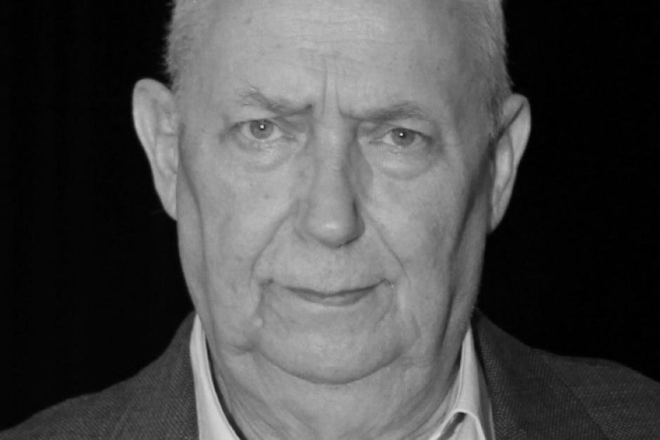 Warszawa: Księga kondolencyjna poświęcona pamięci Wojciecha Młynarskiego w urzędzie