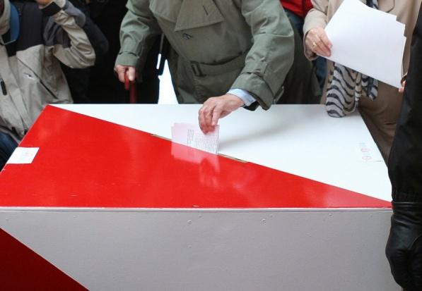 PKW, wybory samorządowe 2018: Karta do głosowania w formie książeczki