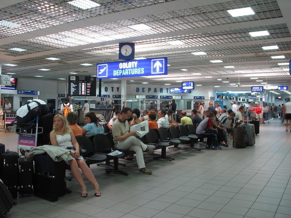 W letnim rozkładzie lotów z lotniska Katowice-Pyrzowic dostępne są 103 połączenia do 31 państw na czterech kontynentach: w Europie, Afryce, Azji i Ameryce Północnej (Lotnisko Katowice-Pyrzowice, fot.wikipedia.org/Adam Dziura)