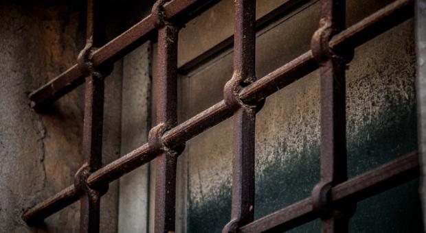 Praca: Samorządy coraz chętniej sięgają po więźniów