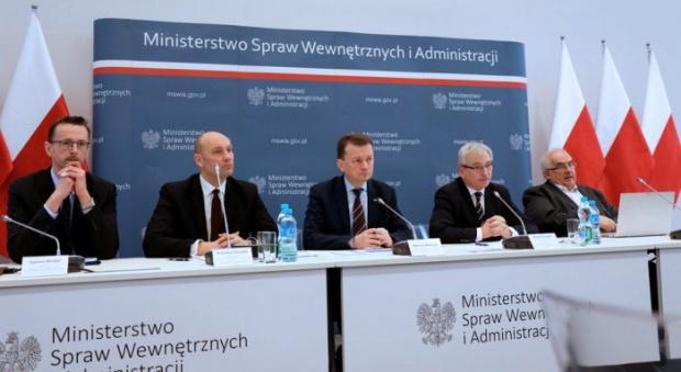 """""""Totalna opozycja"""", """"nikt nie jest niezastąpiony"""". Mocne słowa Mariusza Błaszczaka o samorządowcach"""