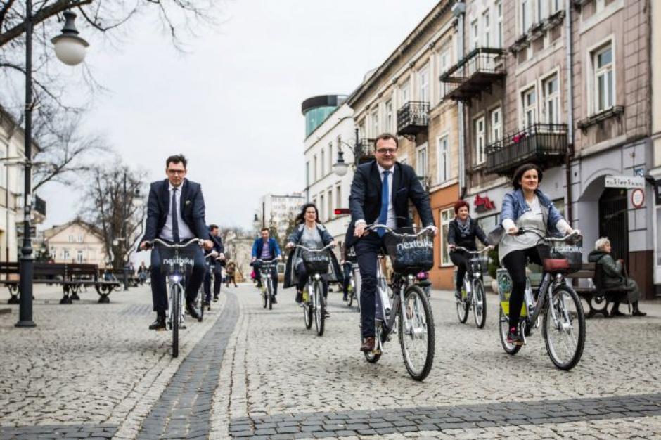 Rower miejski, Radom: W kolejnych miastach startują systemy rowerów miejskich