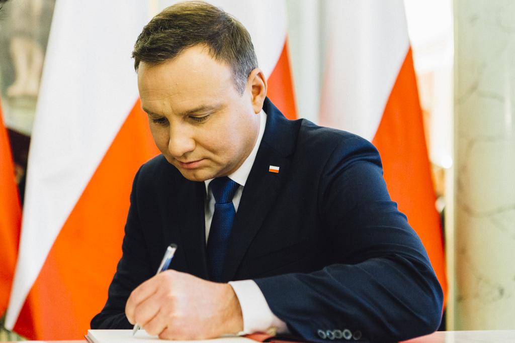 Prezydent Andrzej Duda podpisał już ustawę metropolitalną w październiku 2015 r., ale rząd postanowił, że trzeba ją zmienić. (fot. prezydent.pl)