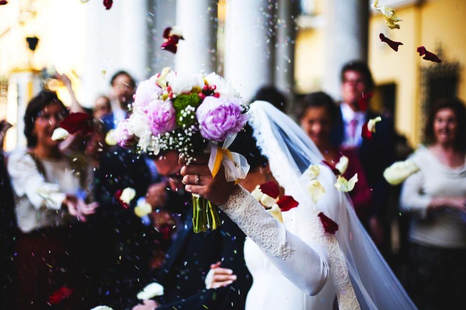 Ślub: Coraz mniej małżeństw w Polsce. Widoczne są różnice regionalne
