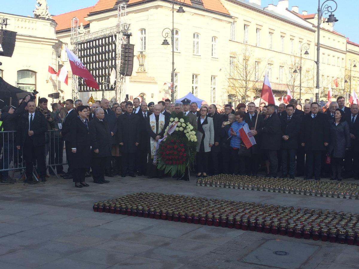 Apel Pamięci przed Pałacem Prezydenckim. (fot. Twitter/PiS)