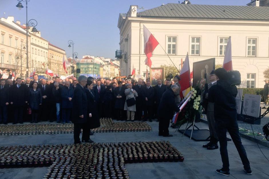 Siódma rocznica katastrofy smoleńskiej: Uroczystości w Warszawie i na Pomorzu