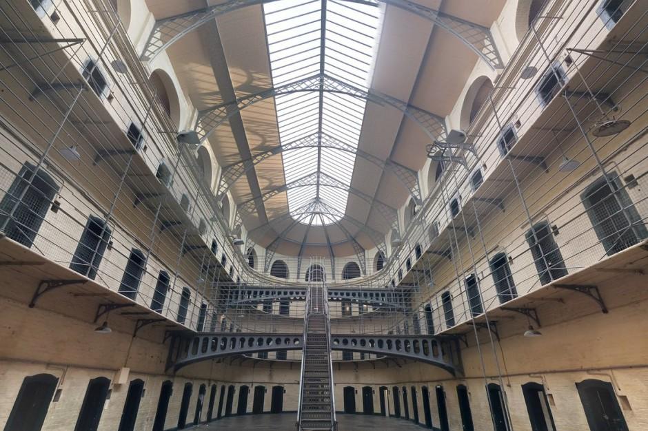 Więźniowie mogą odpracować swoje długi i koszty utrzymania