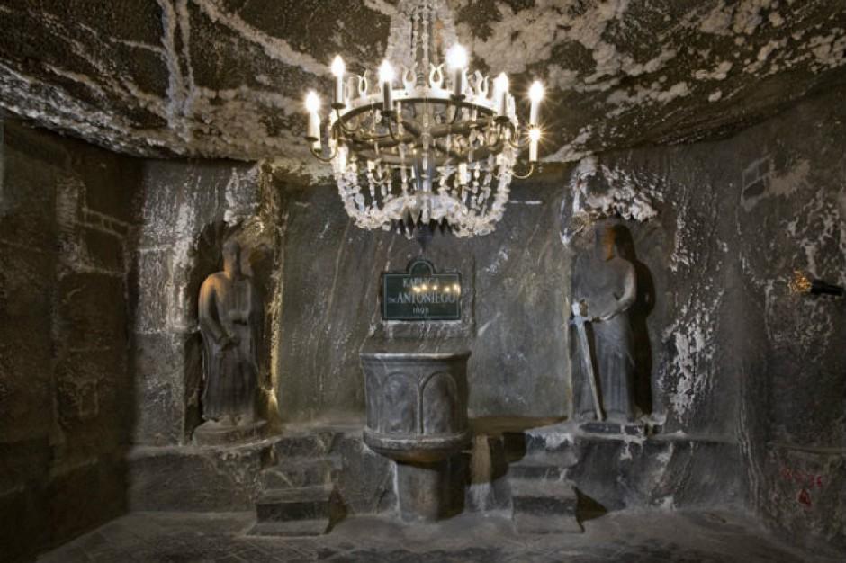 Wieliczka: Górnicy przeszli Drogą Krzyżową pod ziemią
