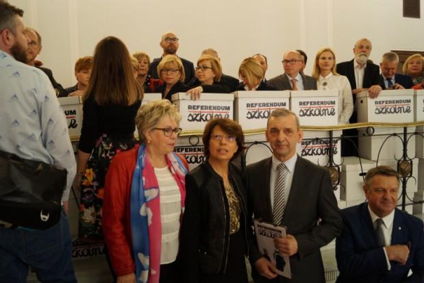 Referendum edukacyjne. PO: Złożone podpisy to głos przeciw niszczeniu polskiej szkoły