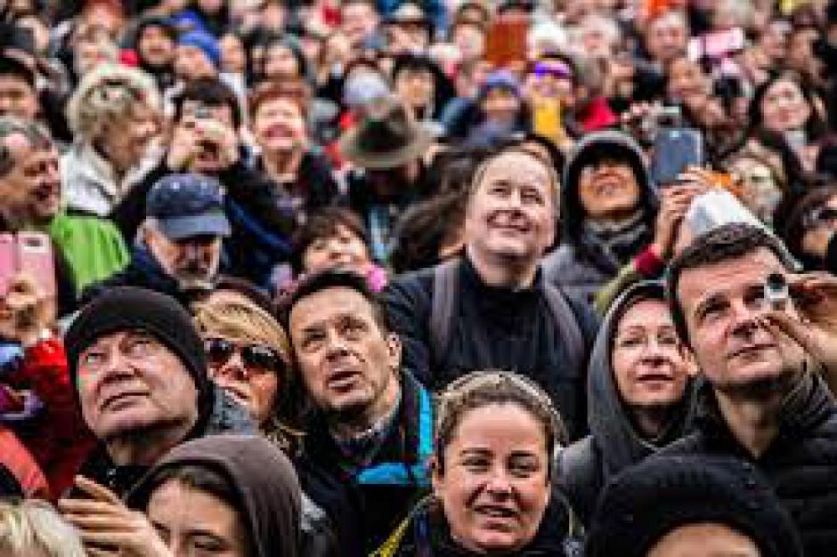 500 plus, wiek emerytalny: Wydatki na socjal mają rozruszać gospodarkę