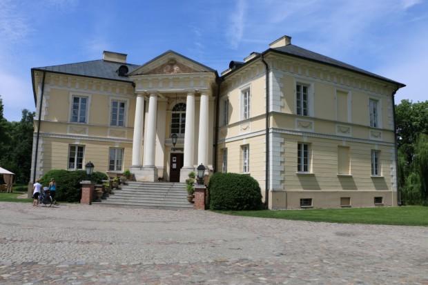 Zespół pałacowo-parkowy w Dobrzycy (fot.nid.pl)