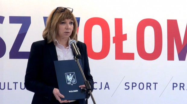 Burmistrz Elżbieta Radwan pierwszą kadencję pracuje w gminie Wołomin, źródło: Nasz Wołomin/youtube.com